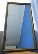 Alter Spiegel mit Sprossenoptik im Rahmen