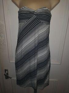 Ben Sherman Black And White Striped Sleeveless Knee Length Dress Size Medium