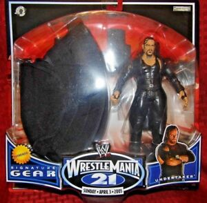 UNDERTAKER WWE Jakks 2004 SIGNATURE GEAR Action Figure & Hat Set *HARD TO FIND!*