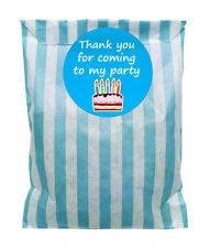 Blue & white paper Party Bags & 60mm COMPLEANNO TORTA ADESIVI - 24 di ciascun in PACK