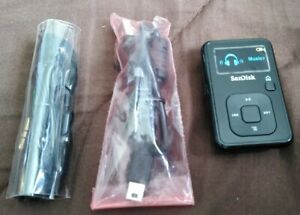 SANDISK SANSA CLIP+ PLUS BLACK 4GB MP3/FM TUNER + BRAND NEW 32GB MICRO SD CARD