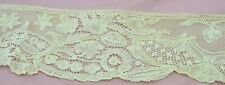 EXTRAORDINARY ANTIQUE DUCHESSE LACE WITH BEAUTIFULLY SHAPED EDGE RR260