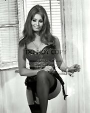 "SOPHIA LOREN IN ITALIAN FILM ""YESTERDAY, TODAY AND TOMORROW"" 8X10 PHOTO (FB-958)"