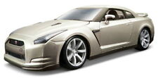 Burago 1:18 Pearl White Nissan GT-R 12079W.