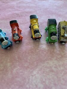 Lot Of 5 Thomas The Train  Wooden Magnetic Train  4 Wooden 1  Plastic