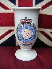 Queen Elizabeth Ii - 1977 Silver Jubilee Vase - Burnwood Potteries