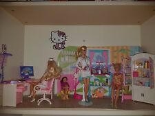 Barbie Kinderarztpraxis (Pediatrician's Office), 6 Puppen (dolls), u. viel mehr