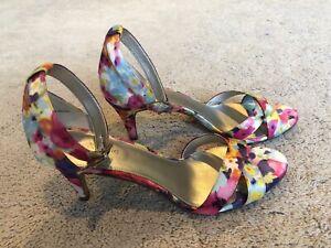 KELLY & KATIE Floral Print Pump Multicolor Print  Size 9.5 Heel Shoe