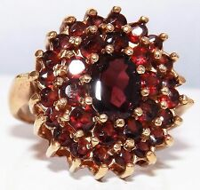 A FINE 9CT YELLOW  GOLD GARNET OVAL SHAPED CLUSTER STATEMENT  RING SIZE O 6.6g