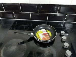 24cm Frying Pan Non Stick Heat Conductive Suitable for all Types of Hob New