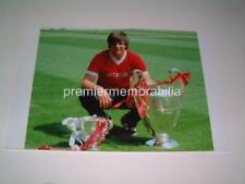 LIVERPOOL FC LEGEND AVI COHEN WITH THE EUROPEAN CUP & LEAGUE CUP IN 1981 PHOTO