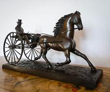 """Rare sculpture ancienne signée, bronze à patine brune, """"cheval et sulky""""."""