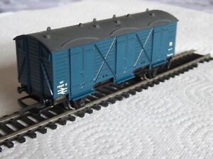 Wrenn 00 Gauge BR 10T Long Wheelbase Fruits Van - BR Blue Express Parcels Livery