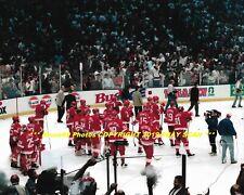3f2ba911a STEVE YZERMAN   1995 RED WINGS Watch NJ Devils CELEBRATE STANLEY CUP 8x10  Photo