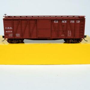 Accurail Clinchfield CRR 40' Outside Braced Boxcar HO Scale 4212 Kit Built