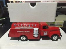 1/34 First Gear Parkway Dealers Atlantic City, NJ Mobilgas 1951 Ford F-6 Tanker