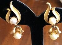 Vintage Lisner Brushed Gold Tone & Faux Pearl Dangle Clip Earrings