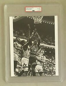 Michael Jordan INCREDIBLY RARE Jersey #12 Type 1 Photo Valentine's Day PSA/DNA