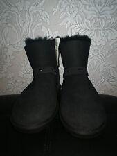 Kirkland Signature Unisex Genuine Sheepskin Low boots Black Stud size 3 BNWT
