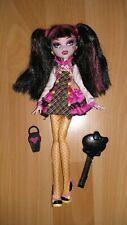 Jolie poupée MONSTER HIGH de Draculaura comme NEUVE Basic 1 avec ses accessoires