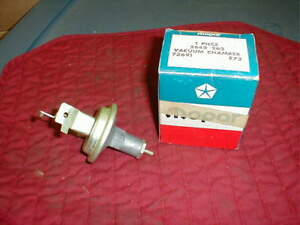 NOS MOPAR 1966 B BODY 361 2 BARREL VACUUM ADVANCE UNIT