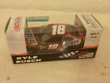 #18 KYLE BUSCH SNICKERS ROWDY TOYOTA CAMRY 2017 LIONEL - RCCA BOX 1/64