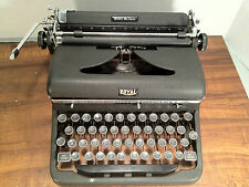 Royal Quiet De Luxe Typewriter 1946 - With Case and Kil-Klatter Pad