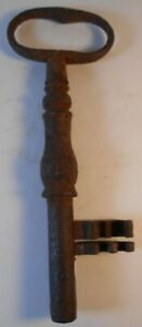 Large Rusty Antique Cast Iron Skeleton Gate Key 6.75 inch