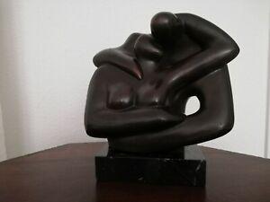 Akt  Bronze auf Marmorsockel aus Madrid signiert Paar Umarmung Kuss