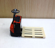 Diecast 1/24 Toyota BT Levio Electric Pallet Truck Forklift Model Toy Italian Re