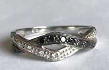 New Product Black and White Diamond Ring 9 ct Gold    (02)
