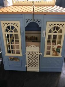 Vintage Mattel Barbie 1998 Fold Out Family Cottage Blue House Turning Rooms RARE