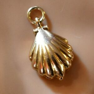 9 ct GOLD second hand opening oyster charm