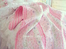 QUEEN POTTERY PINK ROSES & RUFFLES SHABBY COTTAGE CHIC WHITE LACE QUILT & SHAMS