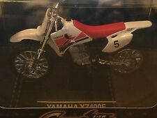 Yat Ming Die Cast Collector's Edition 1:18 Red & White Yamaha YZ400F Motorcycle