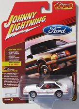 JOHNNY LIGHTNING 2017 CLASSIC GOLD 1990 FORD MUSTANG GT White HOBBY 1 of 1,800