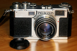 Analoge Messsucherkamera Nikon S2 mit Objektiv Nikkor-H 1:2 f=5cm