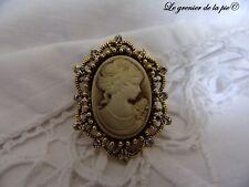 broche médaillon femme camée BEIGE OR métal doré strass style rétro cameo brooch