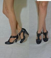 Kitten Patternless T Bars Sandals & Beach Shoes for Women