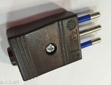 8001/M Plug 2P+T 10A Flying Brown
