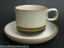 1970's Denby STONEWARE CAPSULE WHEEL PATTERN VERDE tè tazze e piattini in in buonissima condizione
