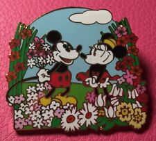 DISNEY PIN - MICKEY MOUSE Giving MINNIE Flowers in Garden Spring Season - New