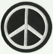 ECUSSON PATCH THERMOCOLLANT PEACE  AND LOVE ROND NOIR ET BLANC DIAMETRE 6,8 CM