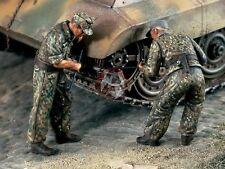 Verlinden 1/35 German Tank Repair Crew repairing Sprocket WWII (2 Figures) 1202