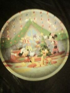 DISNEY MICKEY MOUSE XMAS CLUBHOUSE METAL PLATE TREE PRESENTS SCENE MINNIE