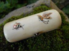 Ancien petit flacon à sel en cristal et son étui décor papillon-coccinelle XIXe