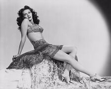 Yvonne De Carlo Unsigned 8x10 Photo (8)