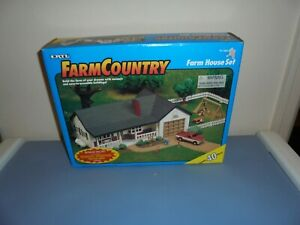New ERTL Farm Country Farm House Set 1/64   1997