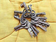 Lot de 16 anciennes petites clés de porte/meuble/boite-old keys vintage