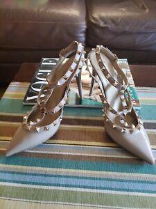 100% Authentic Valentino Garavani beige Patent Leather Rockstud  Pumps37 5 eu